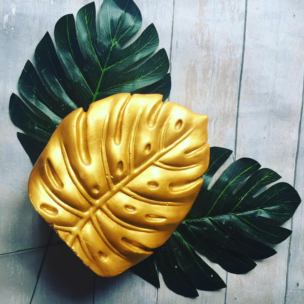 On trend Monstera Deliciosa leaf ornament
